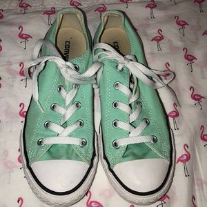 Mint green converse. Good condition.